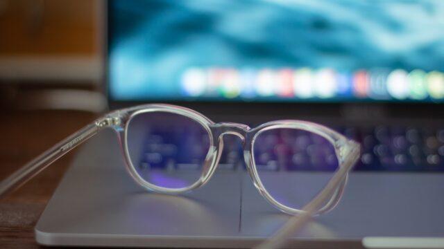 ブルーライトカット眼鏡は効果無し?日本眼科医会等の驚きの内容